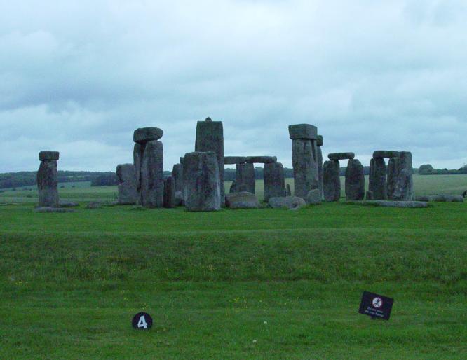 5b43-stonehenge1