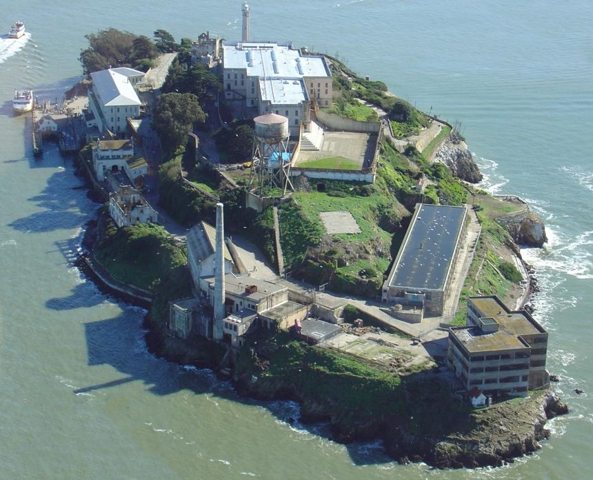 Alcatraz_Island,_helicopter_view